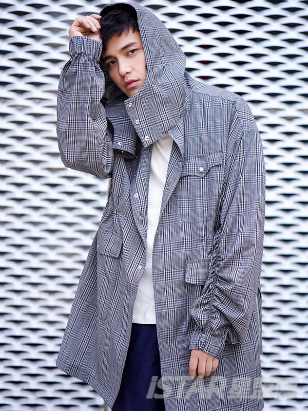 连帽收腰褶皱灰色格子长袖风衣