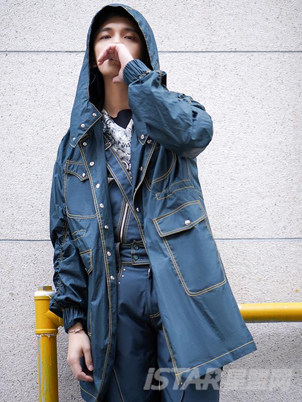 连帽宽松褶皱多口袋长袖风衣