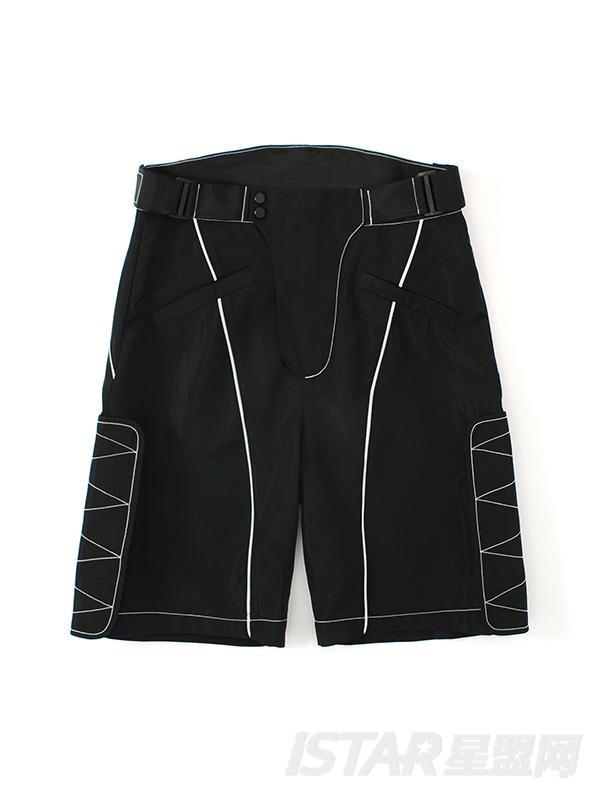 时尚白色线条装饰简洁款黑色短裤